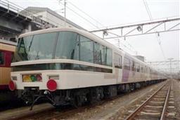 お座敷列車あすか又鉄道フアンに止められる・JR西日本草津駅付近.jpg