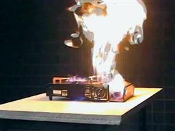 カセットコンロガス漏れ引火実験・5年間で8人死亡、NITE公表.jpg