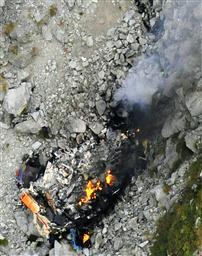 墜落炎上のヘリコプター・岐阜県奥穂高山中.jpg
